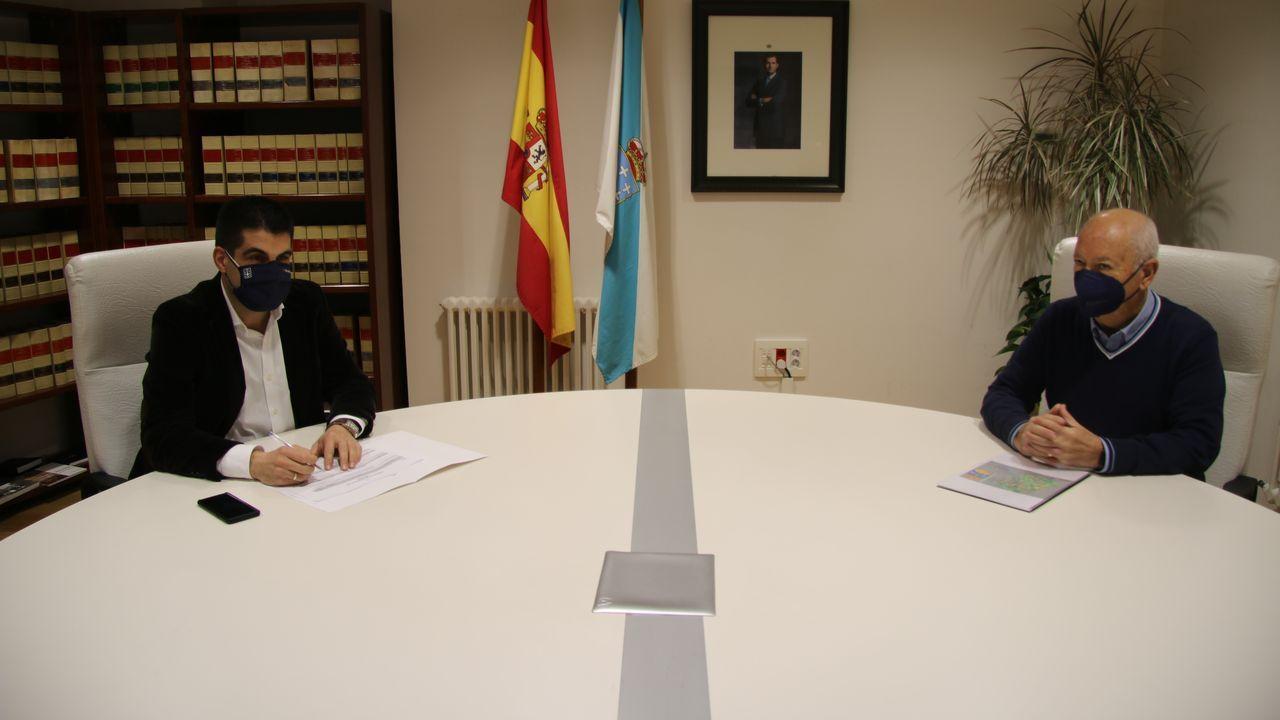 Reunión del delegado de la Xunta con el alcalde de Quintela de Leirado