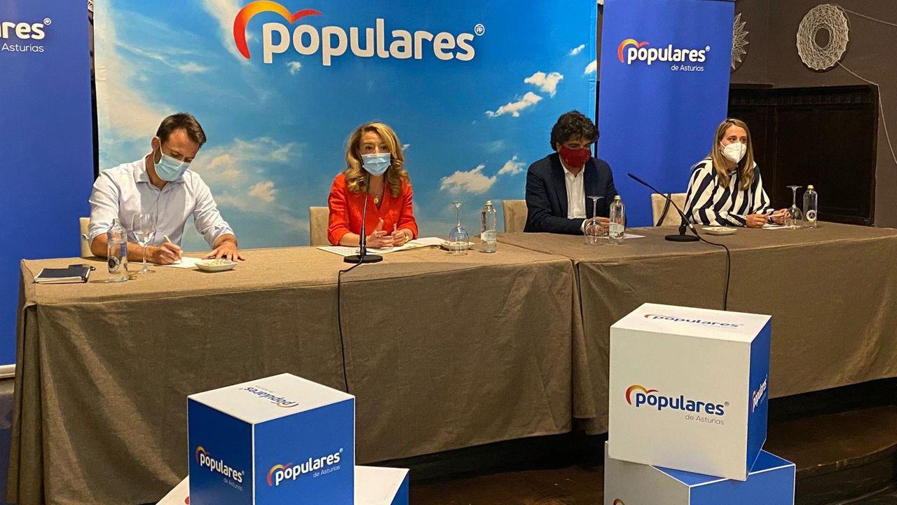 La presidenta del PP de Asturias, Teresa Mallada, junto al diputado en la Junta Álvaro Queipo y el diputado en el Congreso Mario Garcés