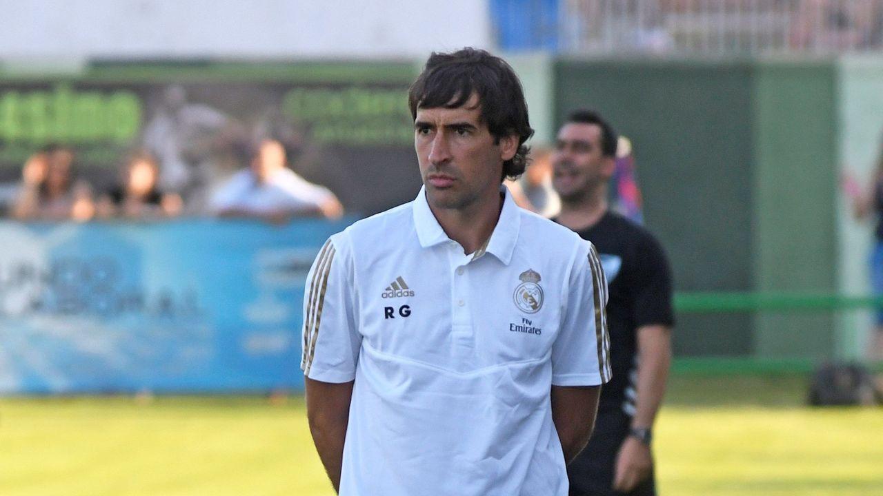 La trayectoria de Roberto González enimágenes.De Carlos, en la imagen con la playa de Area al fondo, preside la Junta Electoral del Real Madrid