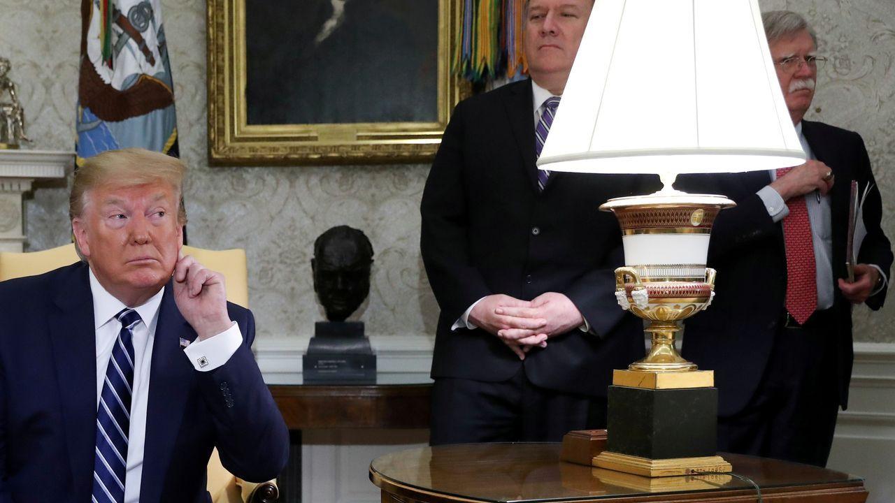 Pompeo y Bolton, durante una visita de Trump a Canadá