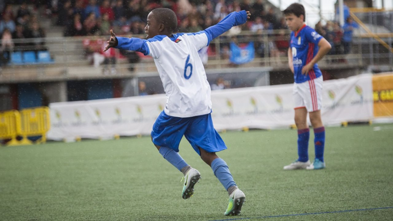 Los jugadores del Oviedo celebran el 1-0 al Nàstic