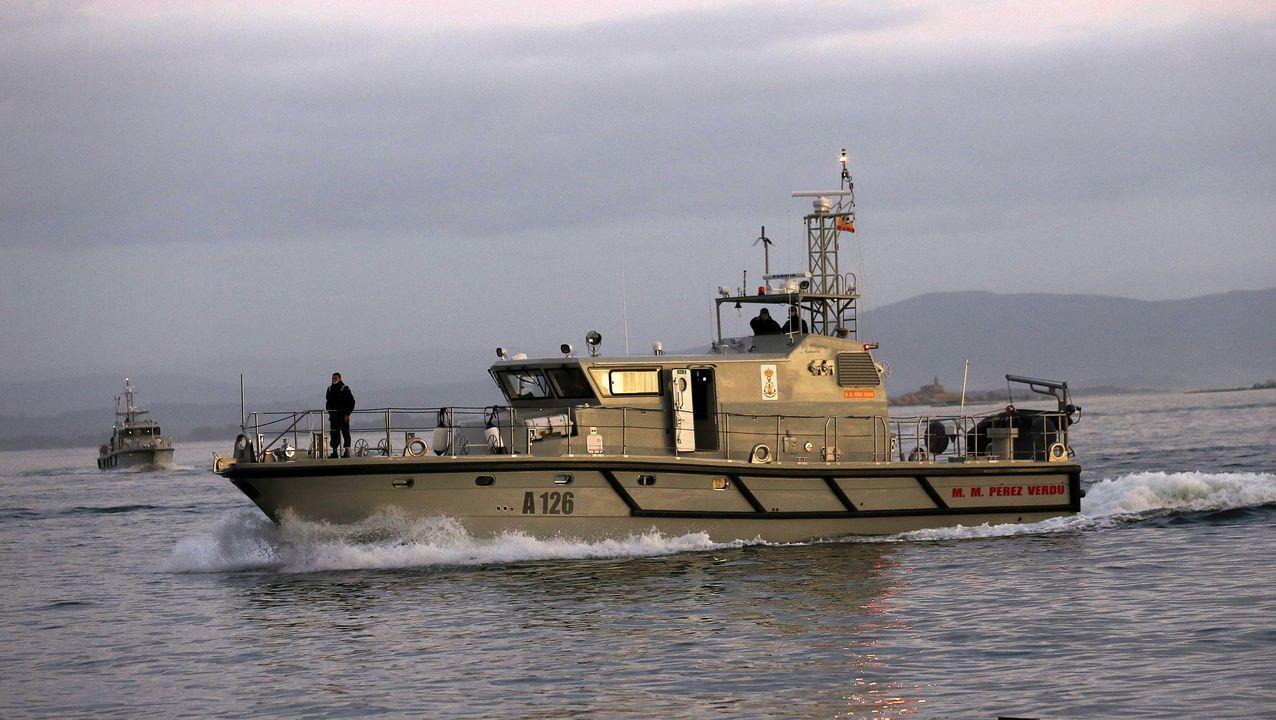 Dos patrulleras de la ArmadaEspañola, en el puerto de Ribeira