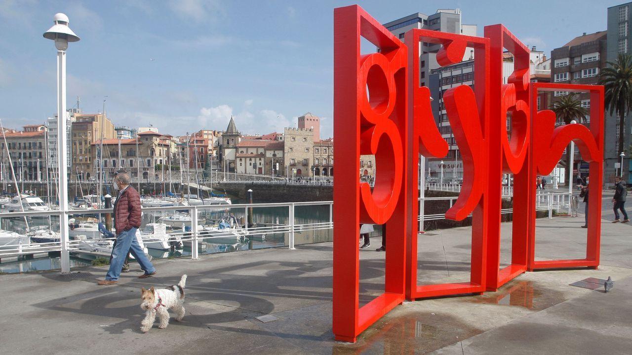 gijon.Las letronas de Gijón, en el paseo del puerto deportivo