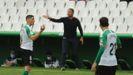 Curro Torres dando indicaciones en El Sardinero