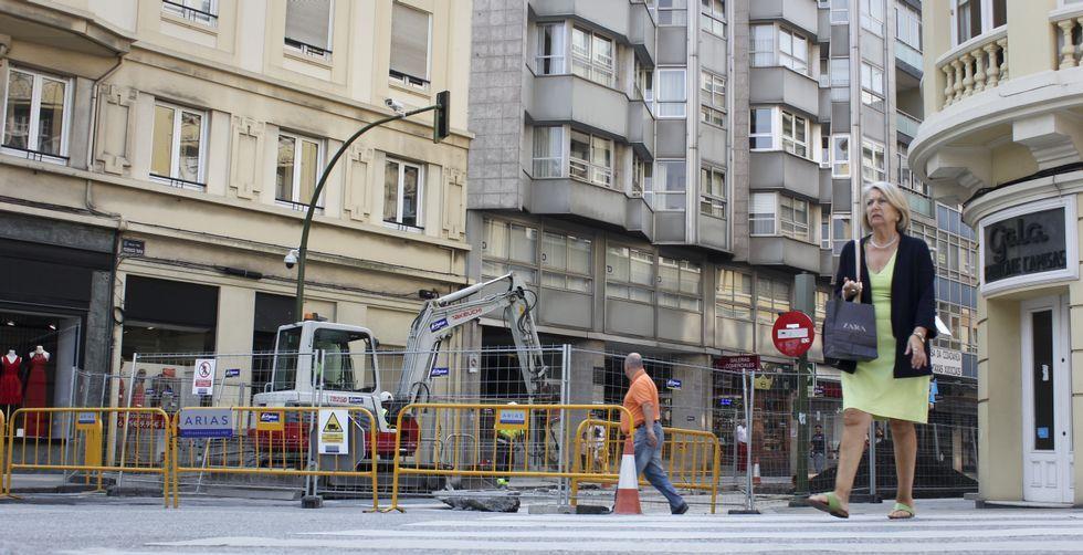 Miguel Bosé: «No sé qué pasa siempre en Galicia pero es punto y aparte».La reurbanización de Federico Tapia, que se inició el pasado 30 de junio, es una de las obras más importantes de la ciudad y continuará hasta el 11 de noviembre.