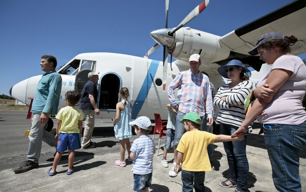 Jornada de visita a avionetas del INTA durante el pasado certamen aeronáutico.