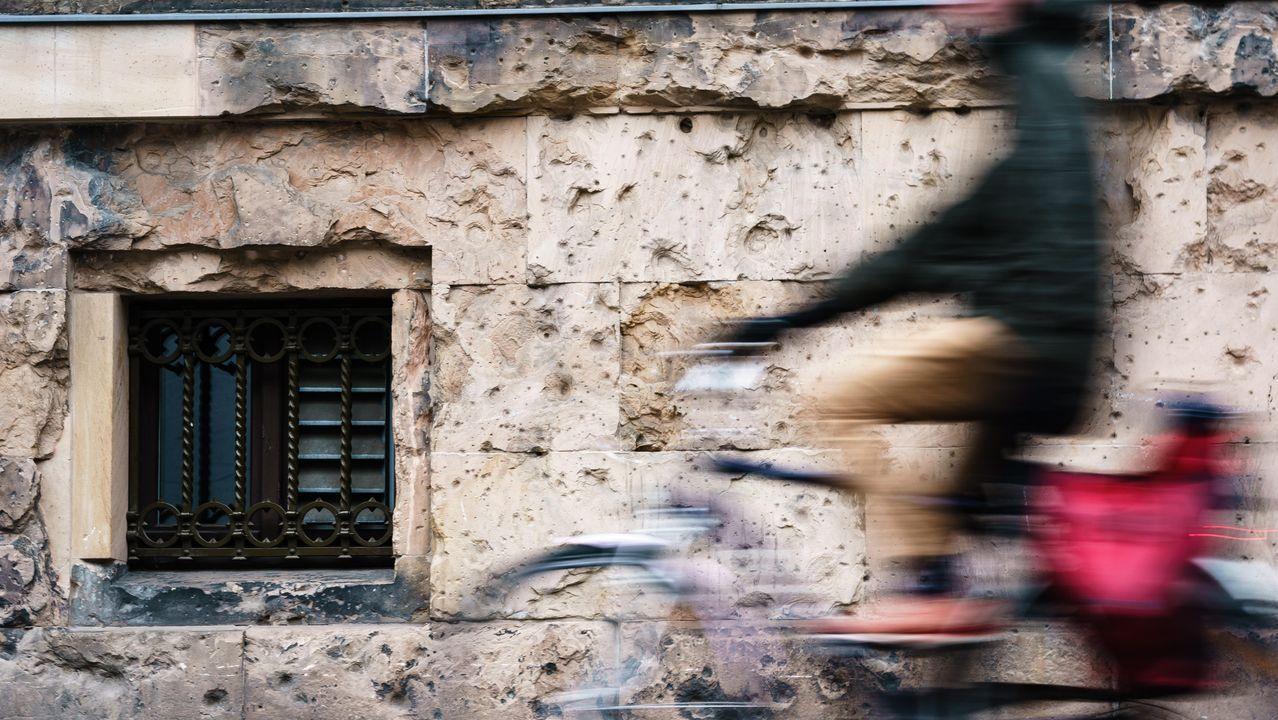 Desde un mercado deIsrael hasta el metro de Nueva York: las imágenes de la pandemia en el mundo.Aún son visibles las marcas de las balas y los bombardeos aliados en los edificios del centro de Berlín