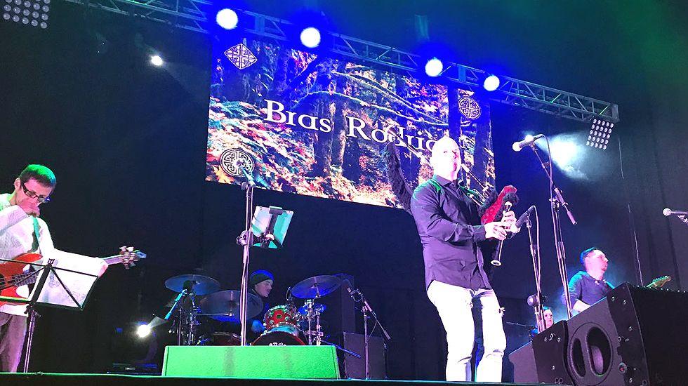 Actuación de Bras Rodrigo en Llanes.Actuación de Bras Rodrigo en Llanes