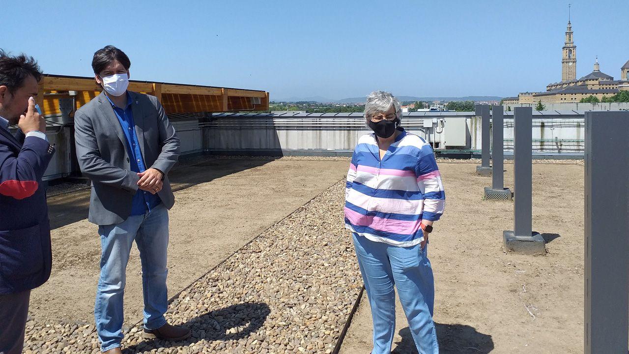 Carril de tren de Arcelor, en Veriña.La alcaldesa de Gijón, Ana González, y el consejero de Ciencia, Borja Sánchez, visitan el edificio Greenspace, en el Parque Científico y Tecnológico de Gijón