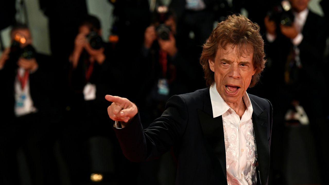 Mick Jagger posa en la alfombra roja de Venecia, adonde llegó para presentar el filme «The Burnt Orange Heresy», en el que trabaja como actor