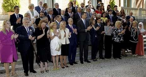 Leonor se une a sus padres en el Museo de Cera.Felipe VI y Letizia, con representantes de asociaciones y fundaciones de víctimas del terrorismo, en su primer acto oficial como reyes.