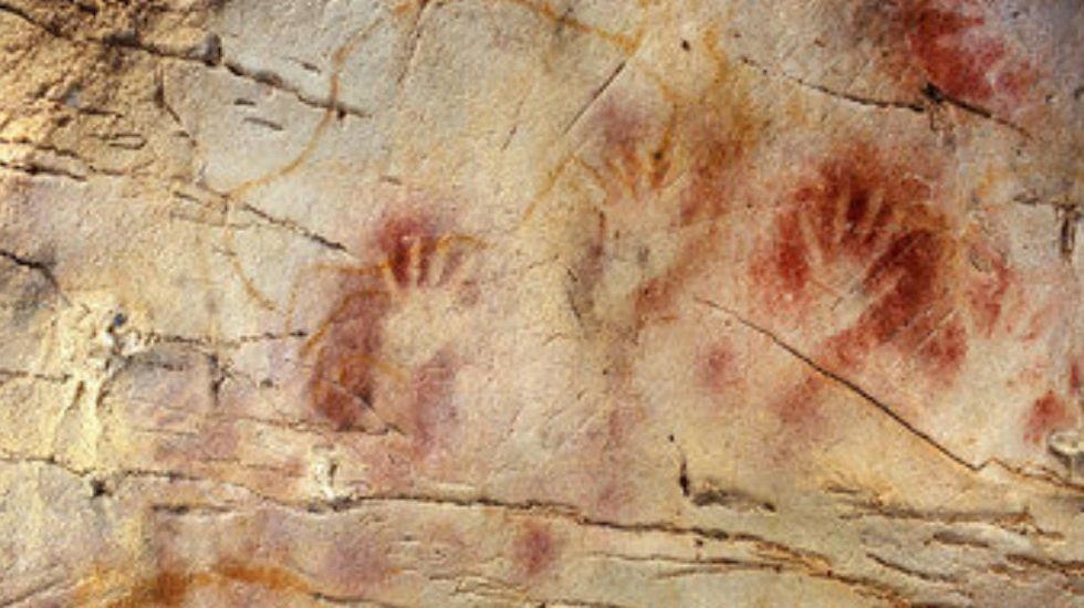 Panel de las manos en la cueva de El Castillo (Cantabria), de más de 40.000 años de antigüedad