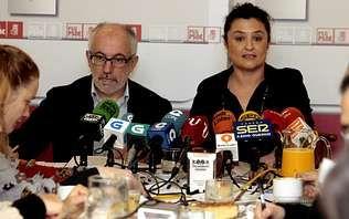 Preparación de la Catedral para el funeral.Los socialistas Miguel Fidalgo y Laura Seara celebraron ayer un desayuno con periodistas.