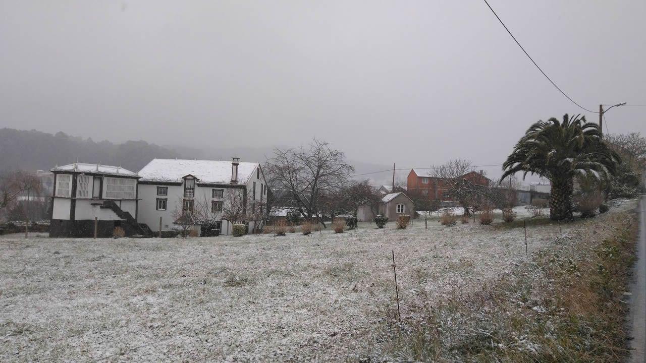 Nieve en  Vilaronte, a unos tres kilómetros del centro de Foz