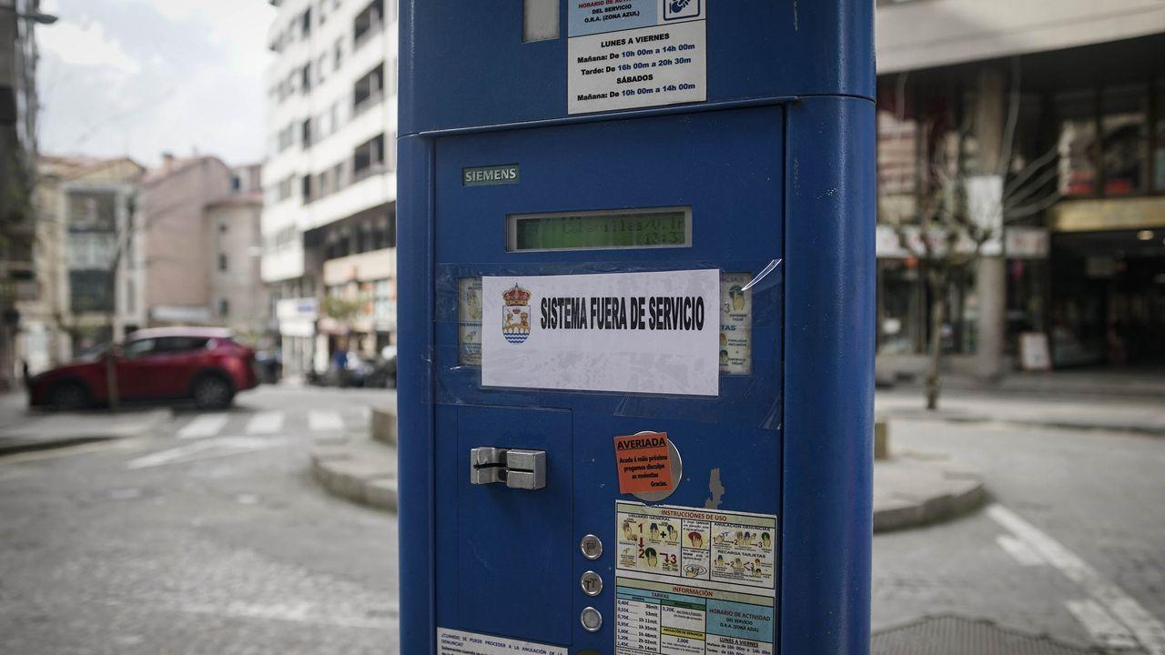 Cartel que advertía en los parquímetros de la suspensión del servicio durante el estado de alarma