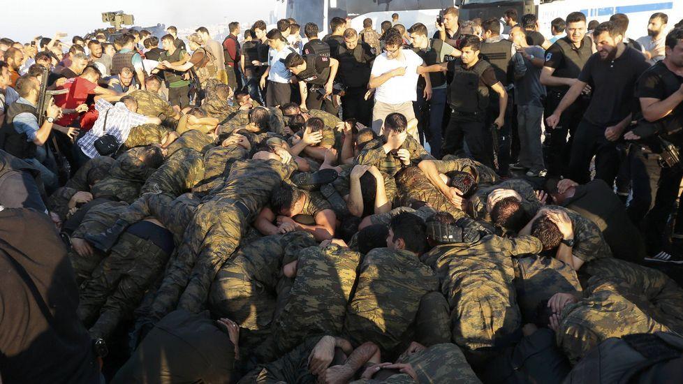 El golpe de estado en Turquía, en imágenes.BULENT KILIC | afp