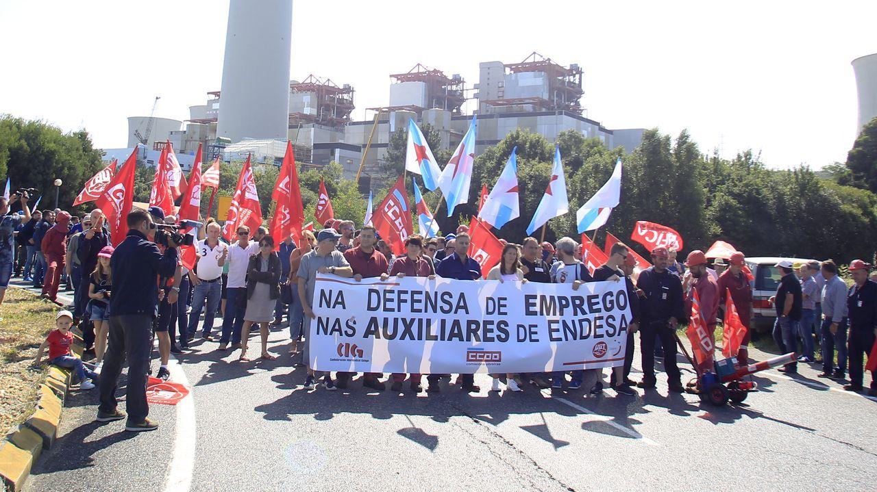 Los jubilados de As Pontes, los gallegos con la pensión más alta.En As Pontes conviven las centrales de gas, a la derecha, y la de carbón
