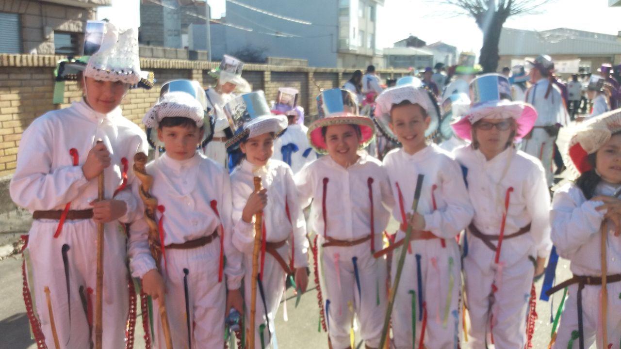 Dos mil niños recorriron Xinzo con sus mejores disfraces