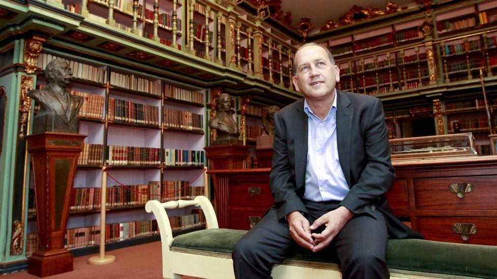 Xoaquín Fernández Leiceaga: «No que vai de ano teño lido entre 50 e 60 libros».Feijoo estrena hoy, último día de campaña, folletos y carteles, como el de la izquierda, dirigido a votantes de Ciudadanos y el e la derecha, a los del PSOE.