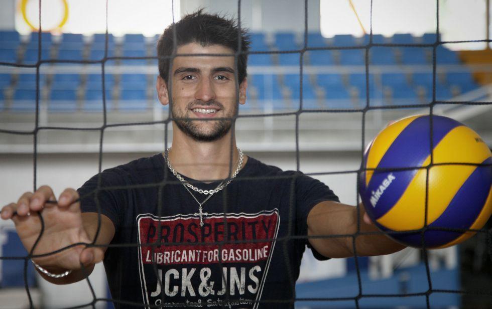El boirense encara su quinta temporada en la categoría más importante del voleibol en España.