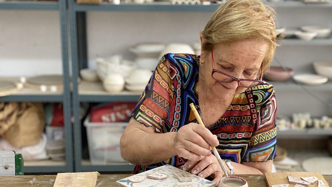 Una de las señoras que forma parte de este proyecto artístico