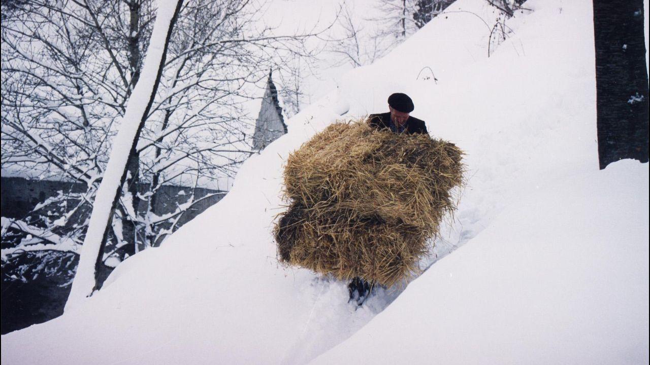 Galicia en alerta por la borrasca Helena.Nieve en O Cebreiro