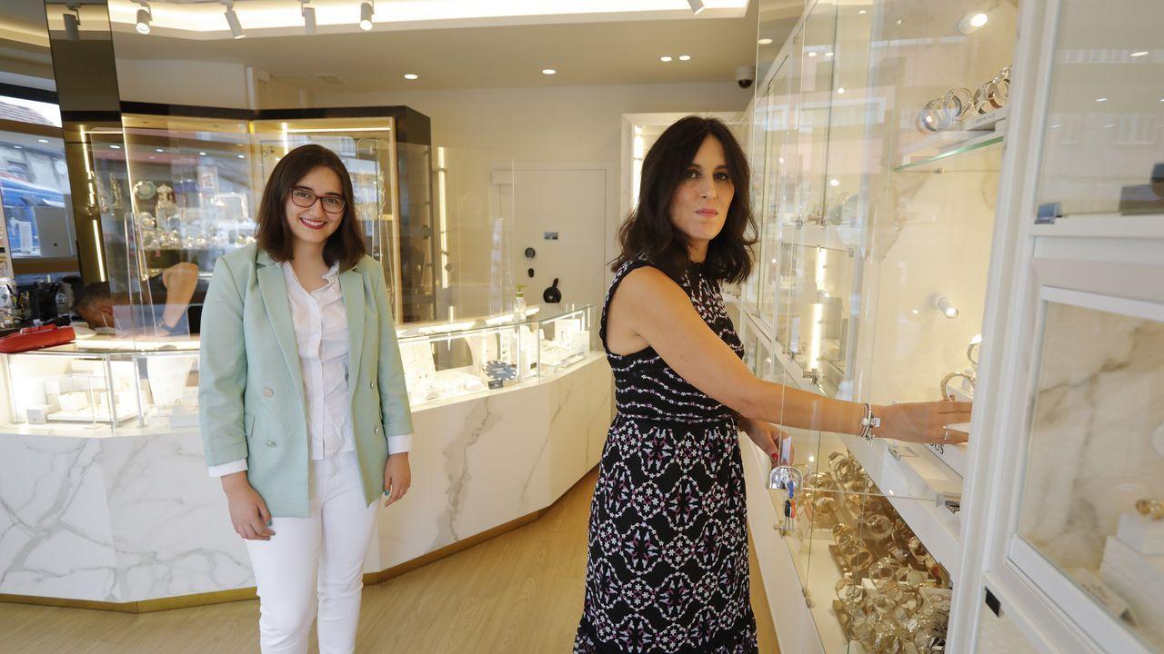 Montse Barca (derecha) será una de las alumnas del curso de digitalización que impartirán Ana Gil (en la imagen) junto a su hermana