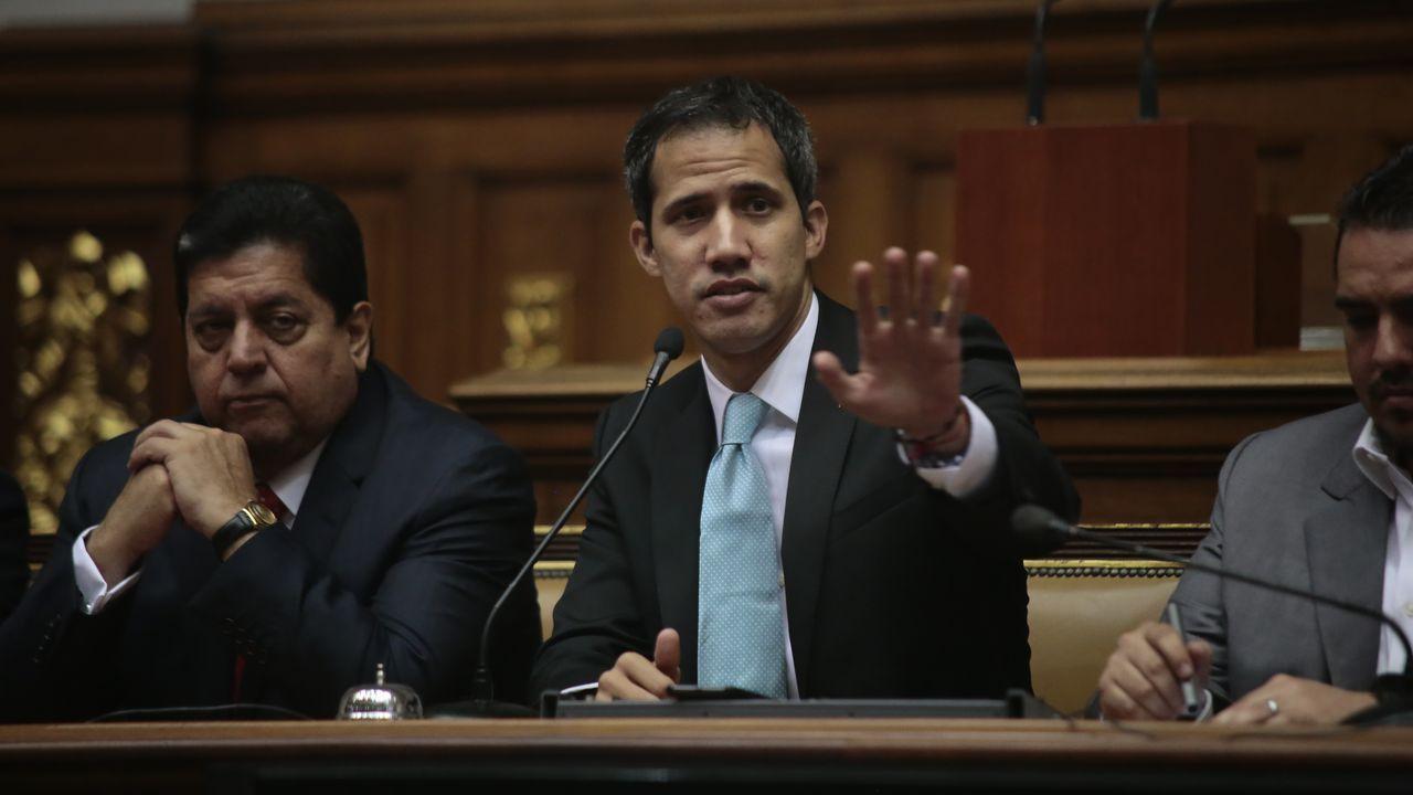 combo galegos 1.Guaidó, durante una sesión en el Parlamento venzolano en el 2019