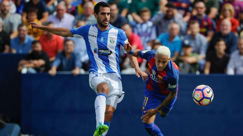 Insua, cedido por el Dépor, pelea con Neymar