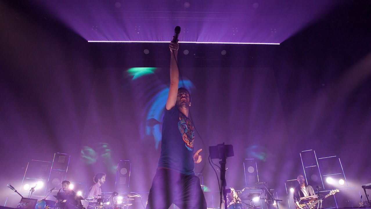 Pucho, cantante de Vetusta Morla, en un momento del concierto