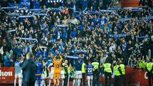 Los jugadores del Oviedo saludan a su afición en El Molinón