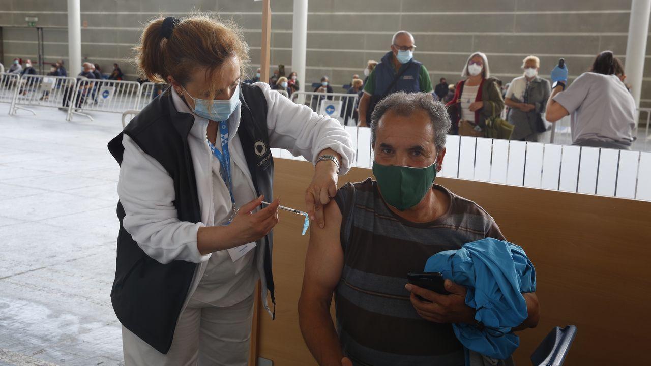 Vacunación contra el covid en el recinto ferial de Pontevedra