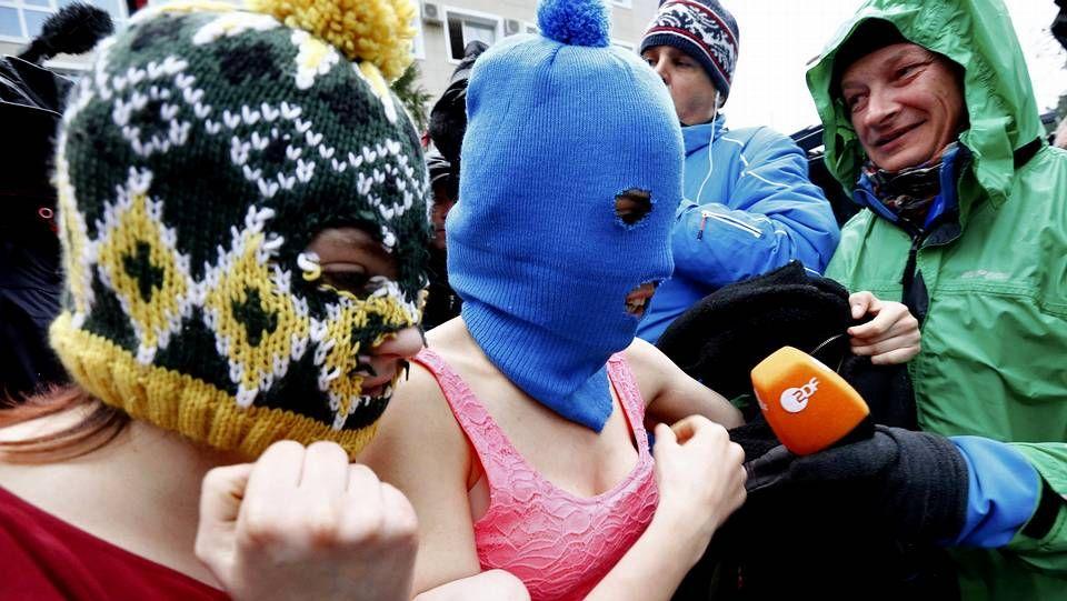 Ataque contra las Pussy Riot.Las dos miembros de las Pussy Riot detenidas en Sochi ya han salido en libertad