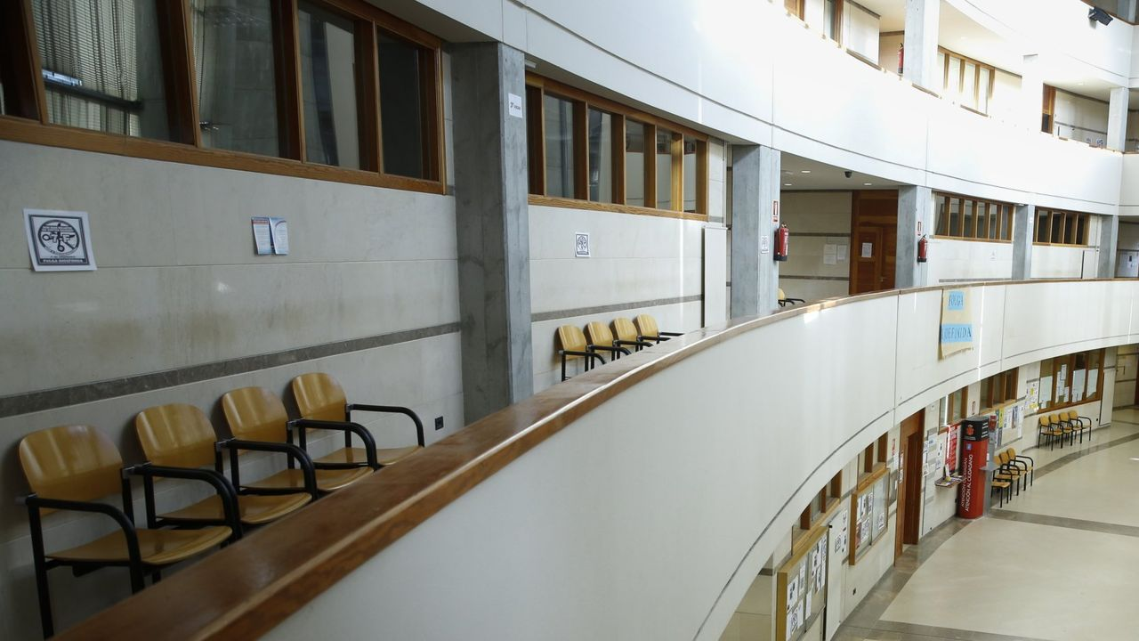 El juicio se celebrará en la sección sexta de la Audiencia Provincial, que está en el edificio principal de los juzgados de Santiago