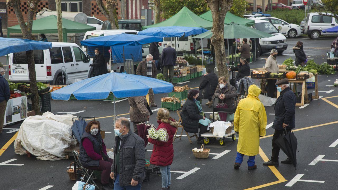 Las restricciones por el covid siguen restando actividad a la feira de Paiosaco