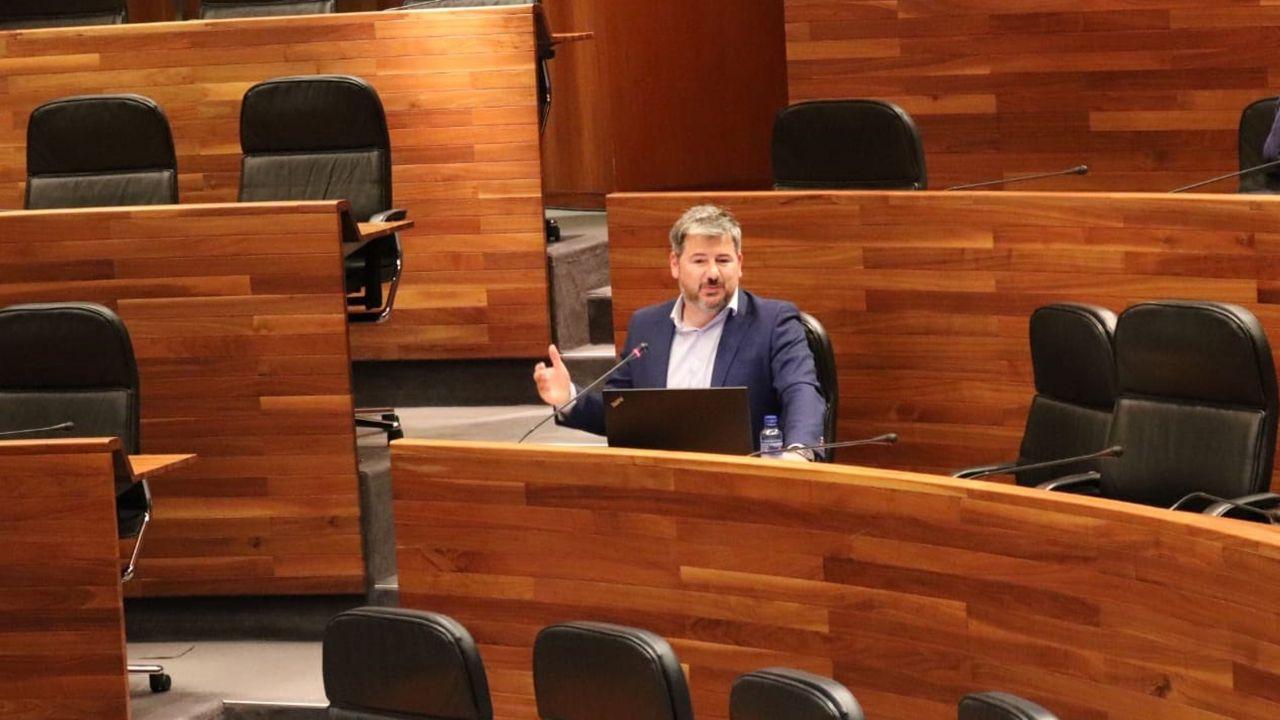 Esforzados del hockey.El diputado de Ciudadanos, Sergio García, durante una intervención en el Parlamento