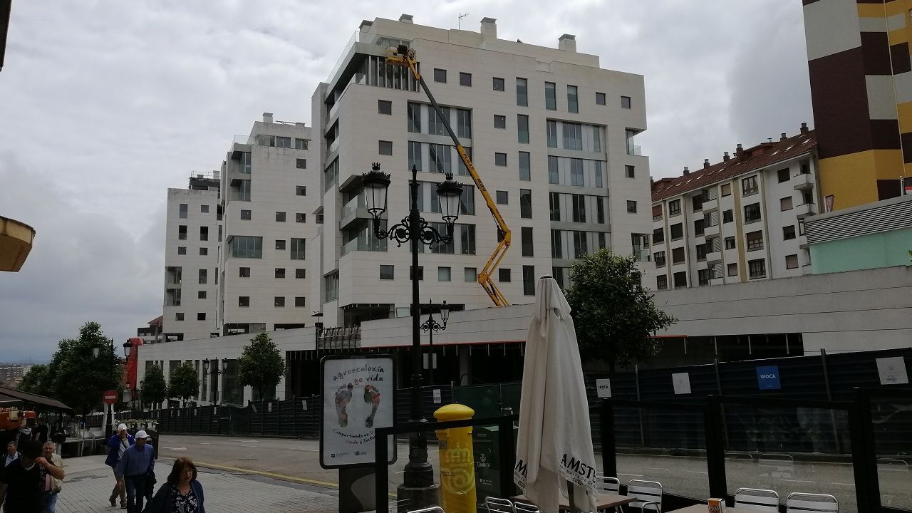 MEIJIDE.Viviendas en construcción en la parcela del Vasco