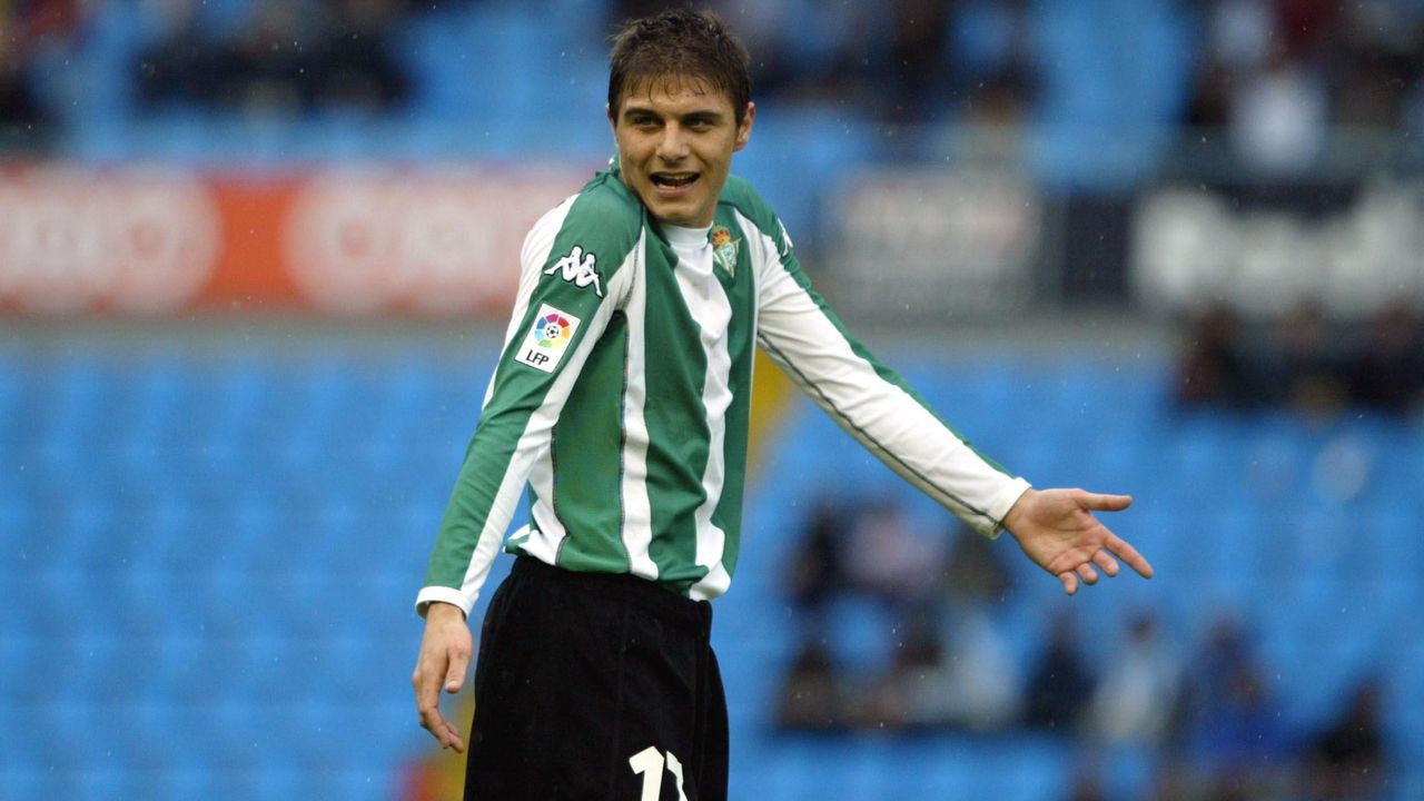 El gran símbolo bético debutó y se afianzó con el primer equipo la temporada de Vázquez en Sevilla.