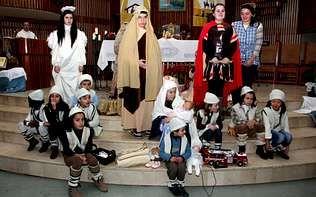 Los niños de Carballo protagonizaron un hermoso Belén viviente en la iglesia.