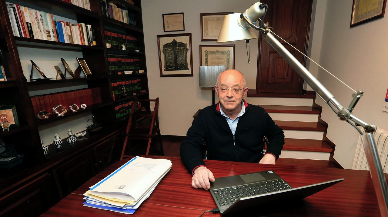 José Andrés llega a Santiago.El presidente del Consello Consultivo de Galicia, José Luis Costa Pillado