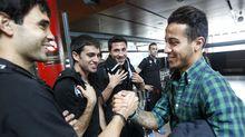 Thiago saluda a varios jugadores del Celta en el año 2012