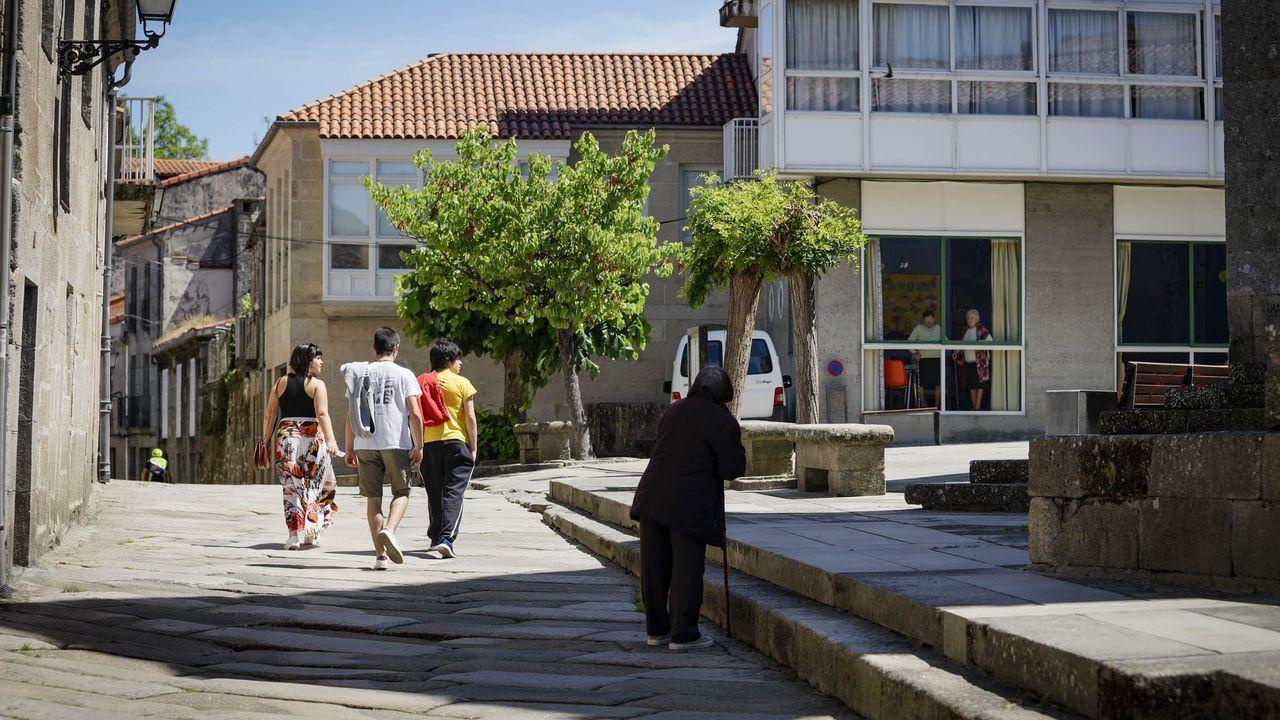 Ambiente en las calles de Allariz, donde ya no hay franjas horarias para los paseos