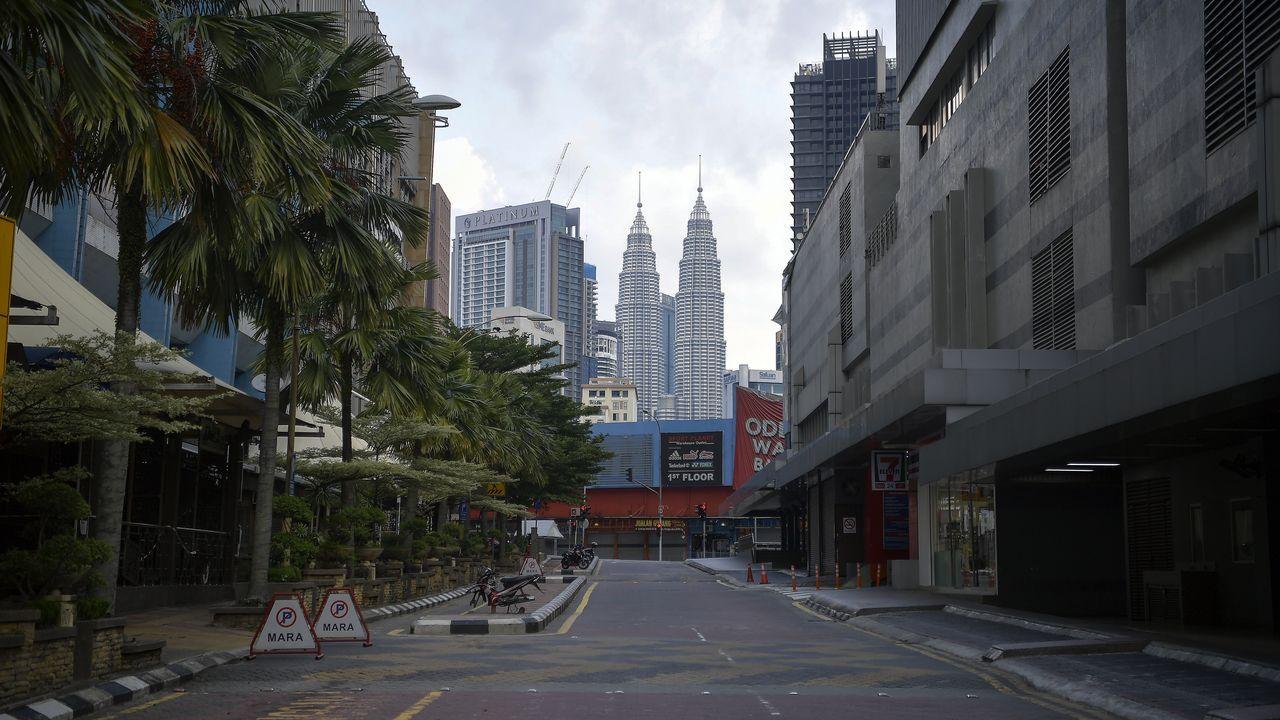Vista del centro de Kuala Lumpur, Malasia, totalmente vacío.