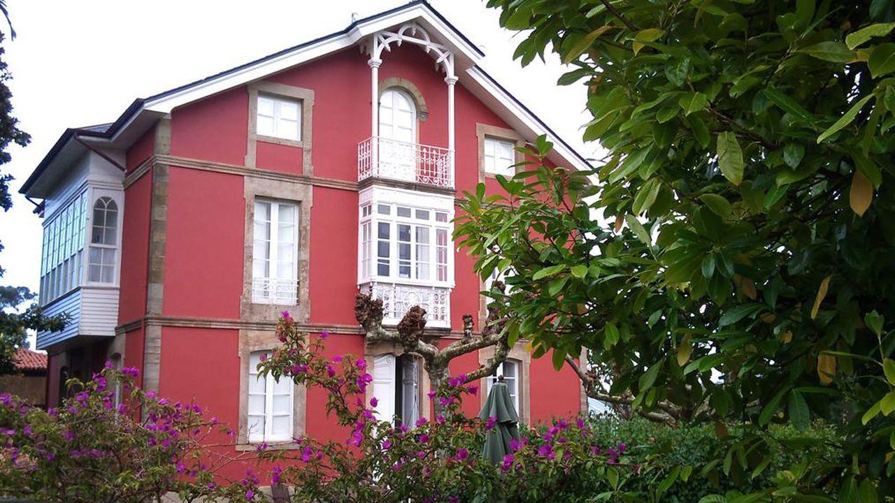 Galicia da otra oportunidad a Bautista.Fachada del hotel Casa Roja