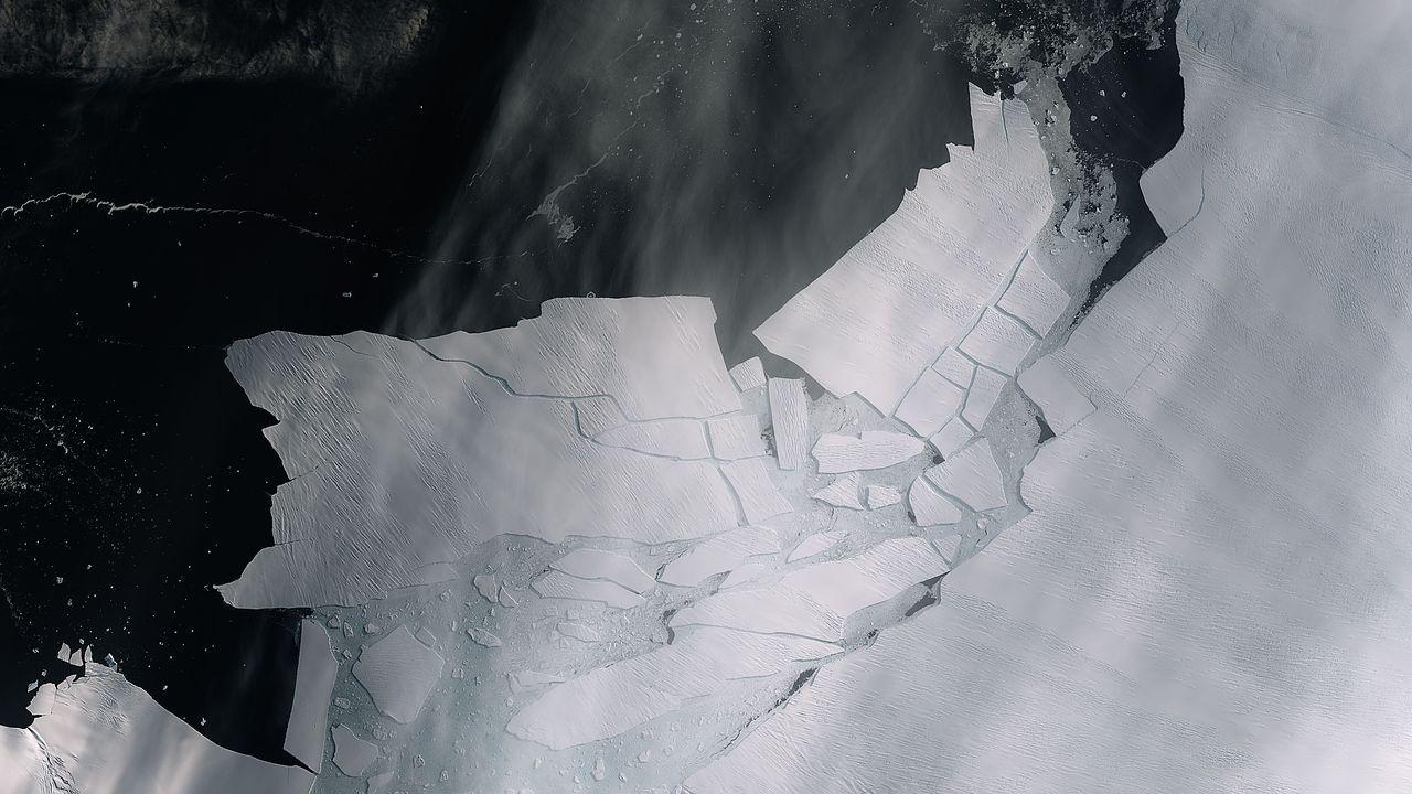 Un gigantesco iceberg a la deriva en el Mar de Weddell.Andrés es el médico de la base Gabriel de Castilla, en la Antártida