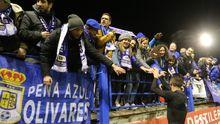 Tejera saluda a los aficionados del Oviedo en el Francisco de la Hera