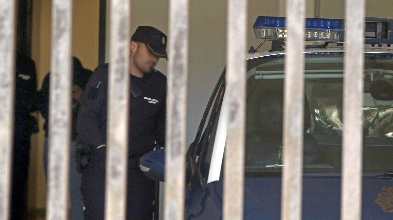 Registros en la casa deFornelos de Montes en la que se escondían los líderes de Resistencia Galega.El Chicle, en el juicio por el rapto de una chica en Boiro