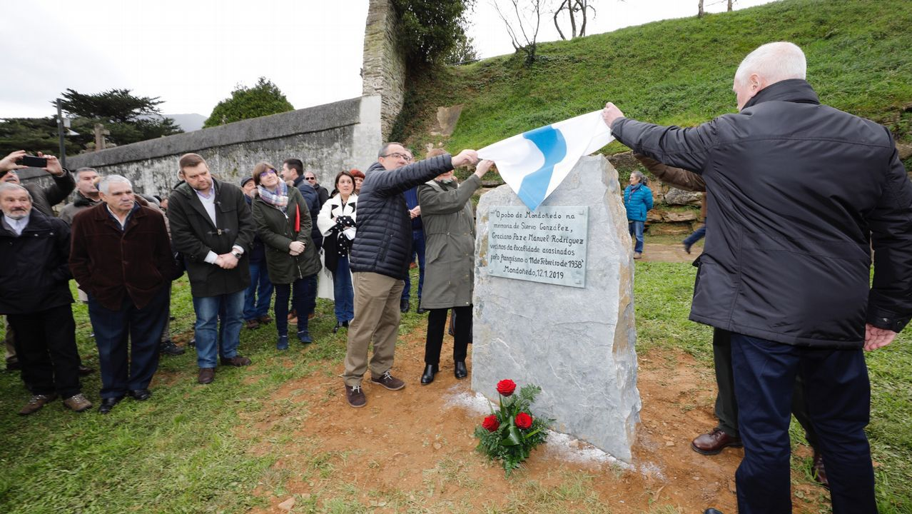 Inauguración de monolito en recuerdo de tres víctimas del franquismo en Mondoñedo.La tumba de Franco en el Valle de los Caídos