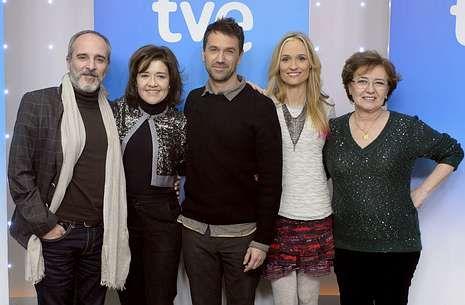 Fernando Guillén, María Pujalte, Oriol Tarrasón, Laura Pamplona y Beatriz Carvajal protagonizan la serie.
