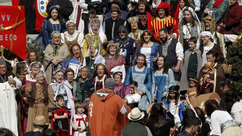 Participantes en el concurso de trajes medievales que se celebró a las cinco de la tarde de este sábado